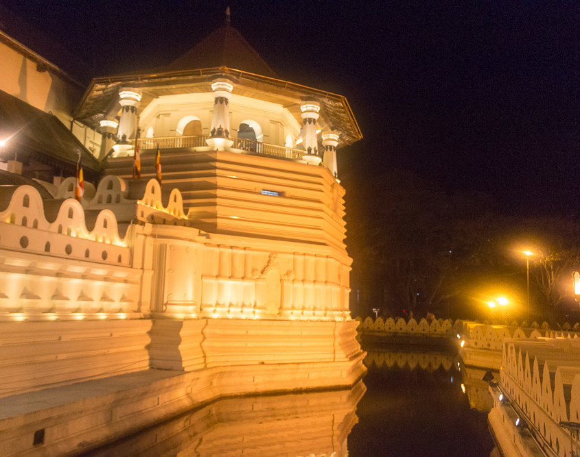 Tooth Temple - Sri Lanka - Puya
