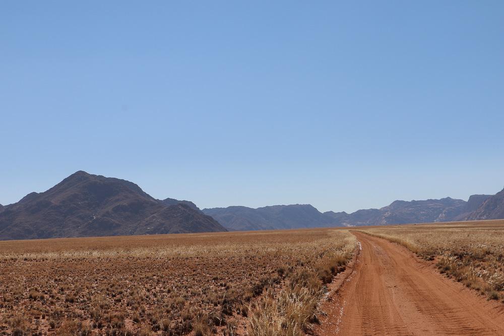 Farmweg zur Namtib Desert Lodge - Namibia
