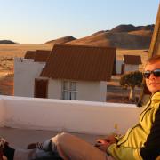 Sundowner auf dem Dach unseres Bungalows - Namibia