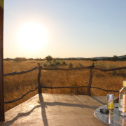 Terrasse der Standart Rooms im Okonjima Plain Camp