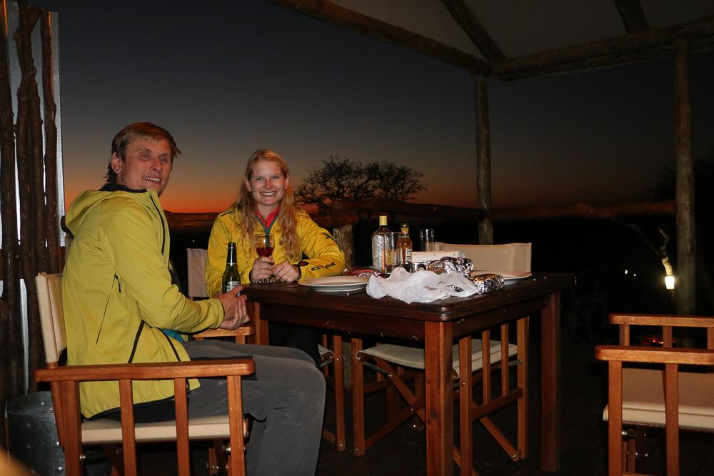 Letzter Abend in Namibia - noch einmal Braai und die abendliche Stimmung genießen