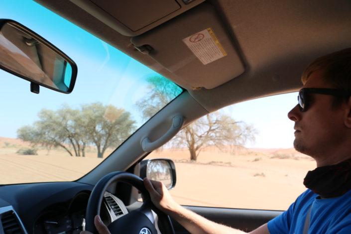 Dirk konzentriert sich auf das Offroad fahren im Sossusvlei