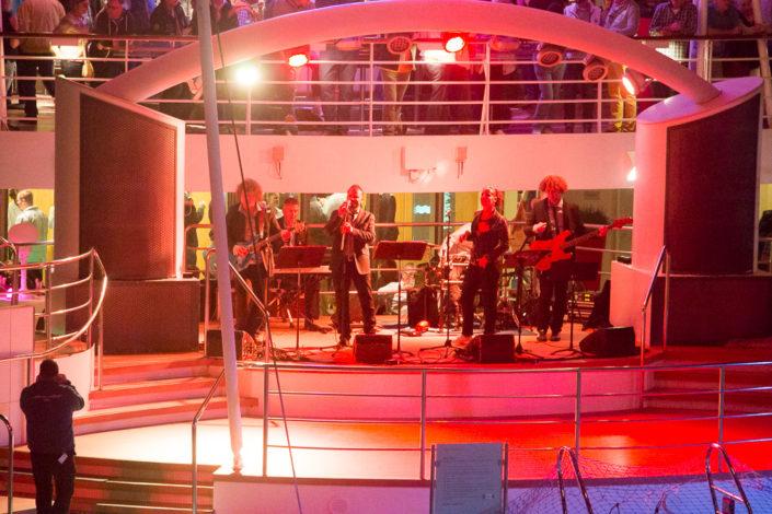 Livemusik beim auslaufen der Mein Schiff 2