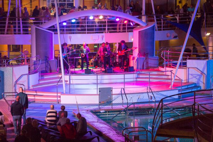 Band an Bord der Mein Schiff 2