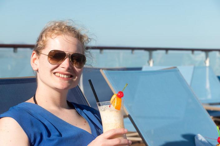 Cocktail auf dem Pooldec