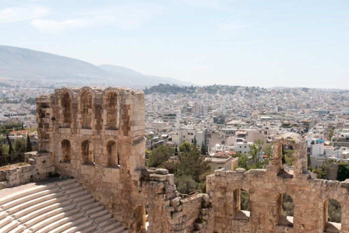 Blick von oben in das Odeon des Herodes Atticus Theater an der Akropolis