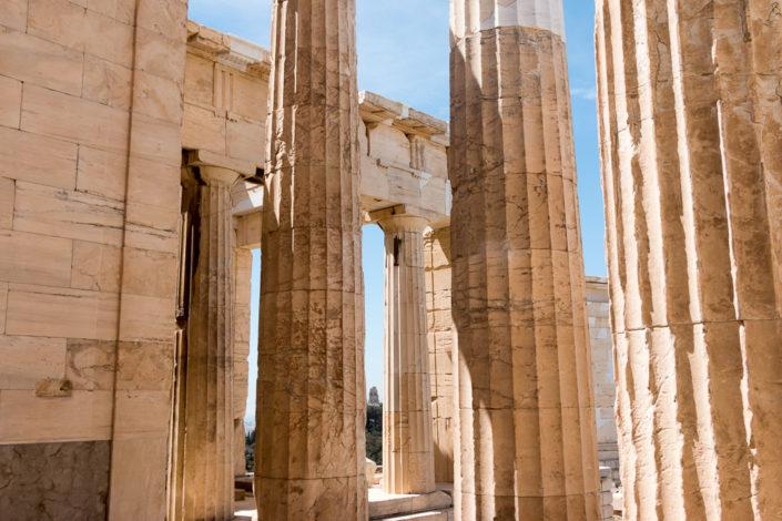 Säulen am Eingang zur Akropolis - das sogenannte Propyläen