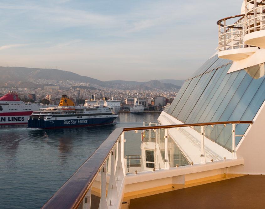 Abendliche Stimmung auf der Mein Schiff im Hafen von Piraeus