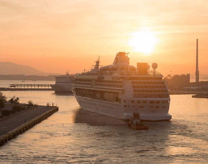Sonnenuntergang_Piraeus_Hafen_Rhapsody_of_the_Seas-Cruise_Ship