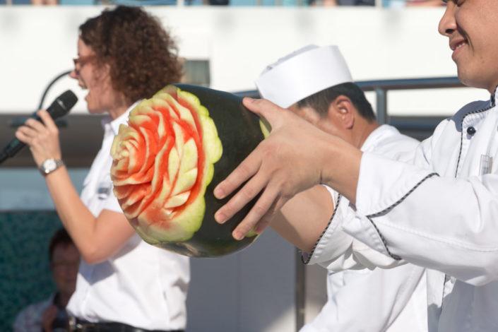 Melone mit Schnitzkunst