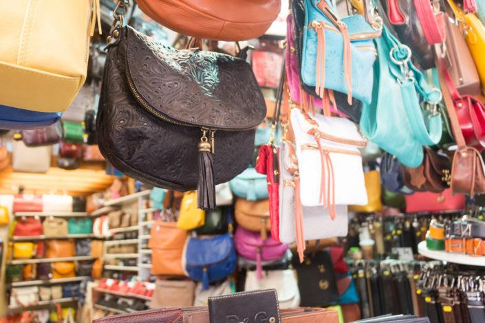 Große Auswahl an Lederwaren Geschäften in Chania
