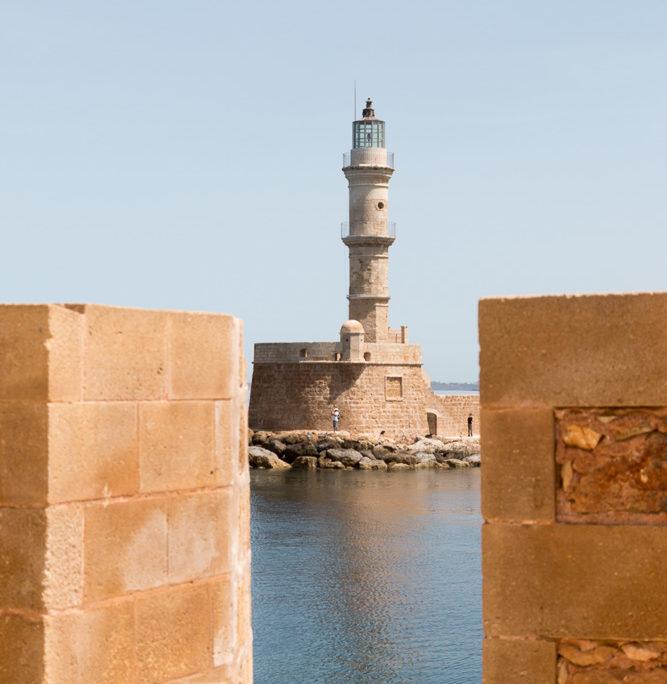 Blick von der Firkas Bastion auf den Leuchtturm Faro