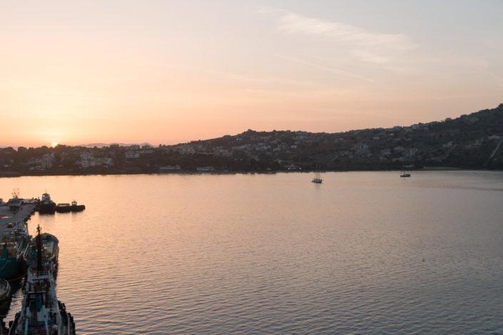 Sonnenuntergang in der Bucht von Sousa - Mein Schiff 2