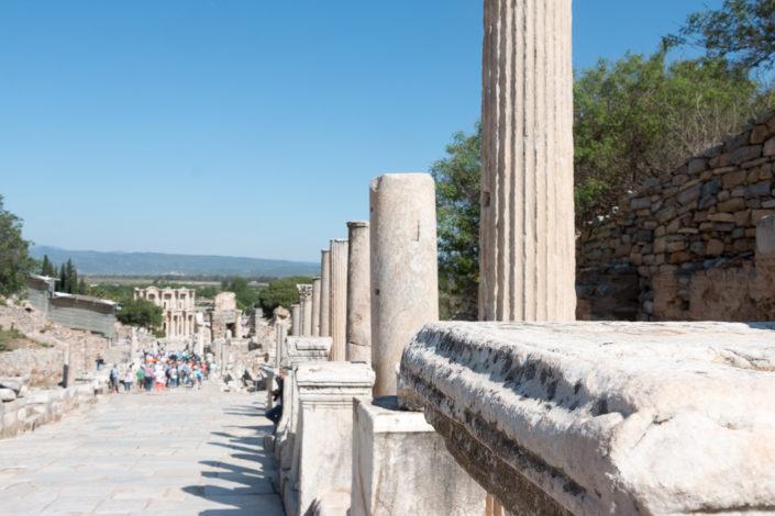 Säulen entlang der Hauptstraße von Ephesus