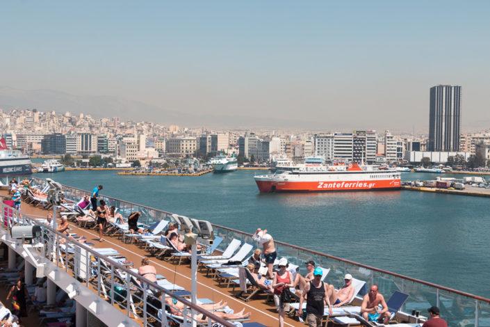 Mein Schiff im Hafen von Piräus