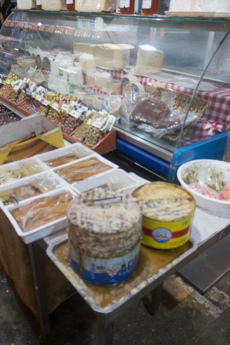 Delikatessen in der Markthalle von Chania