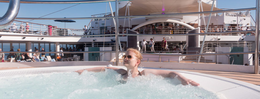 Entspannen im Whirlpool der Mein Schiff 2