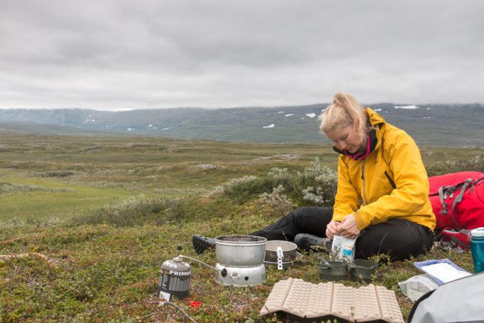 Frühstück in der Wildnis von Lappland