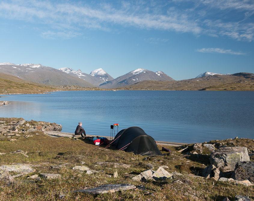 Wild zelten am Alajavrre See in Schweden