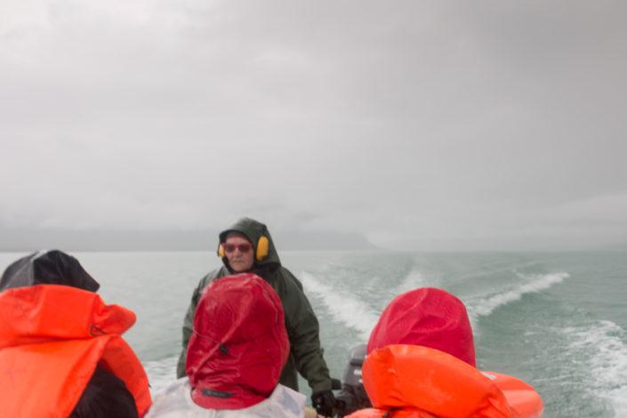Motorboot Sitojaure starker Regen