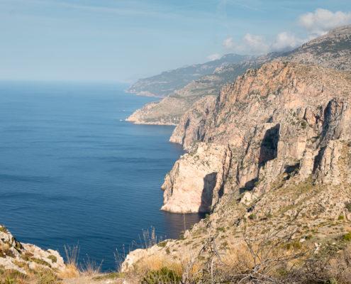 Ausblick vom Cassata de ses Basses auf die Bucht Cala en Basset