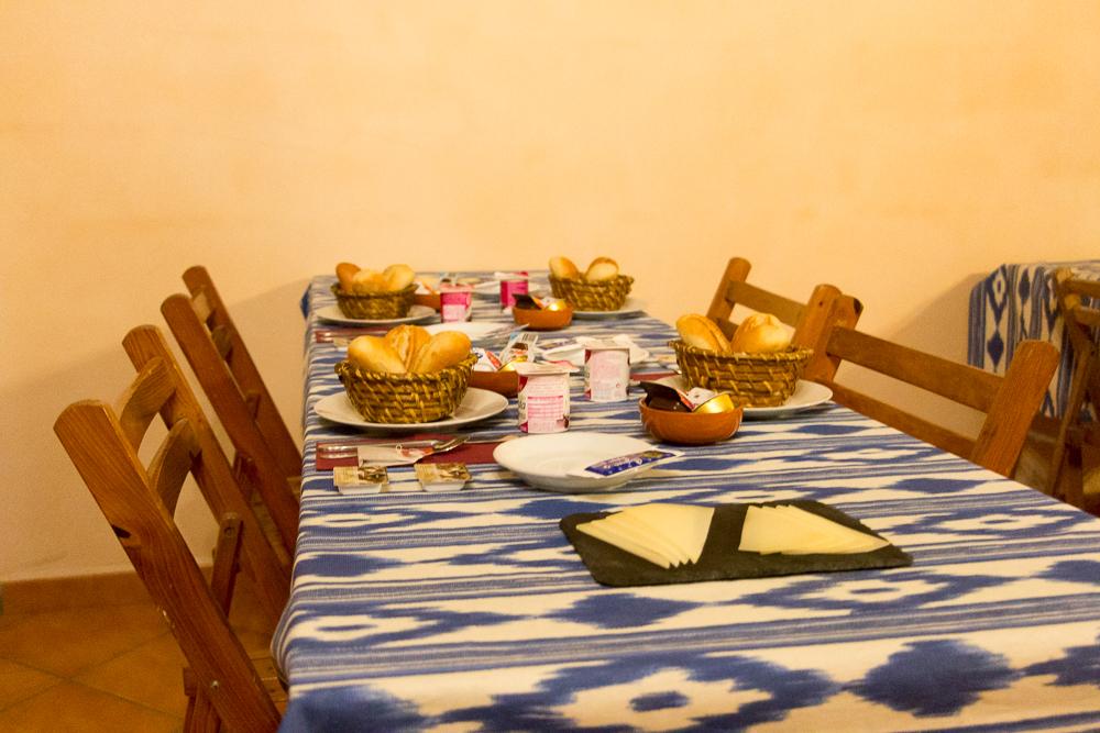 Frühstück im Refugi Ses Fontanelles