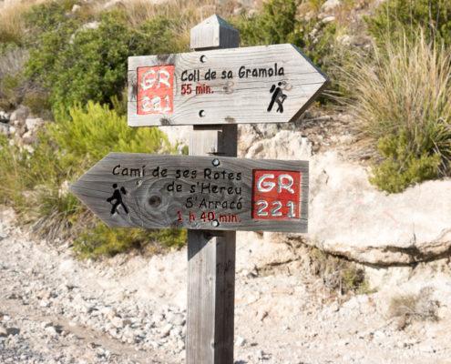 Wegweiser kurz vor Wanderparkplatz Coll de sa Gramola