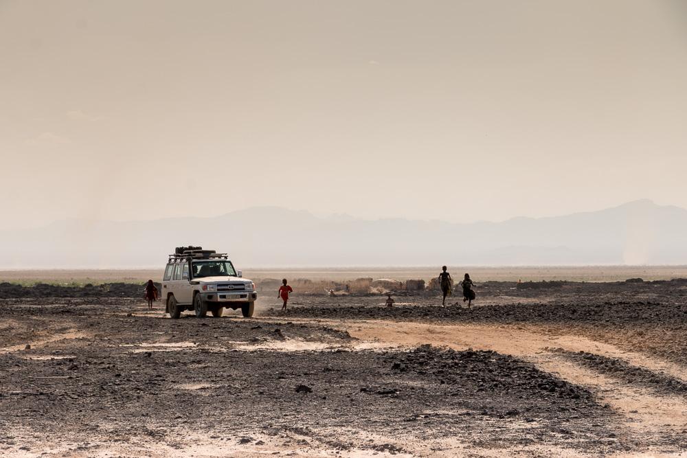 Afar Kinder laufen in der Danakil