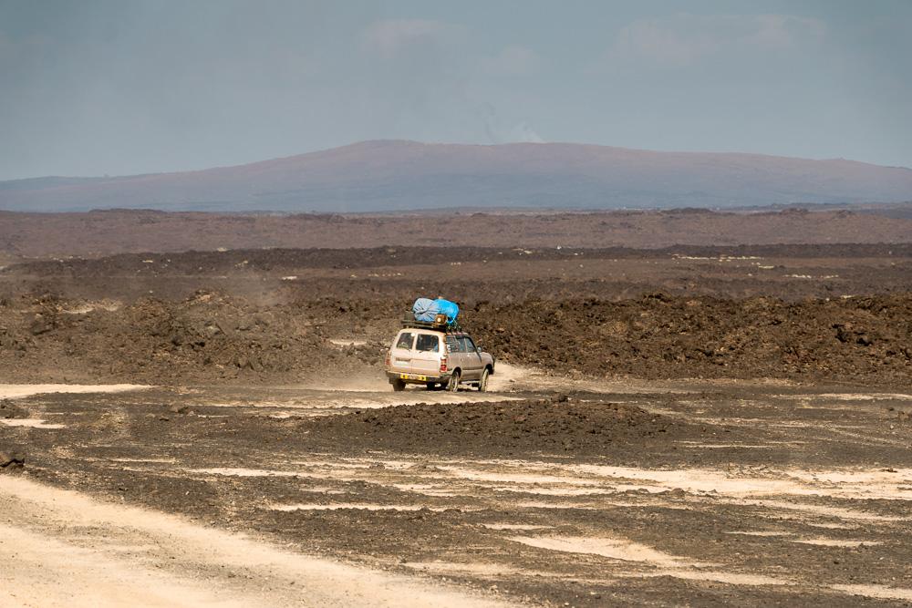 Auto in der Lavawüste des Erta Ale