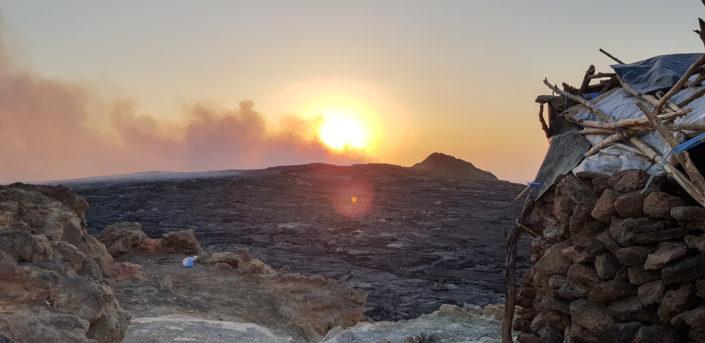 Blick vom Lager auf den Lavasee des Erta Ale