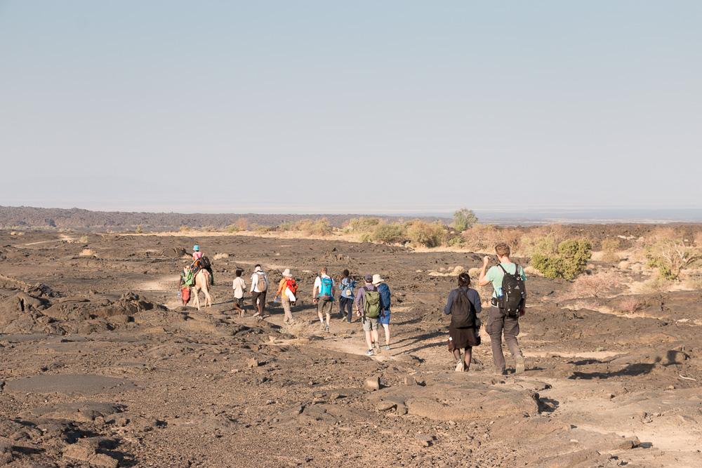 World Sun Ethiopia Tours Gruppe beim Abstieg vom Erta Ale