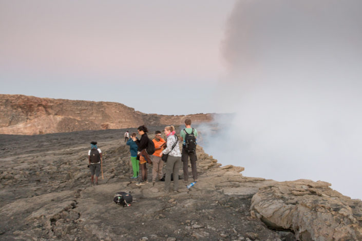Gruppe am Kraterrand des Erta Ale