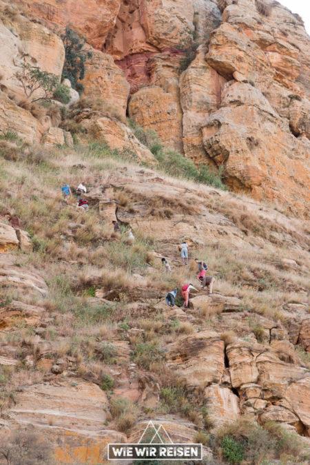 Steiler Pfad hinauf zur Felsenkirche Abuna Yemata - kurz vor der Kletterpassage