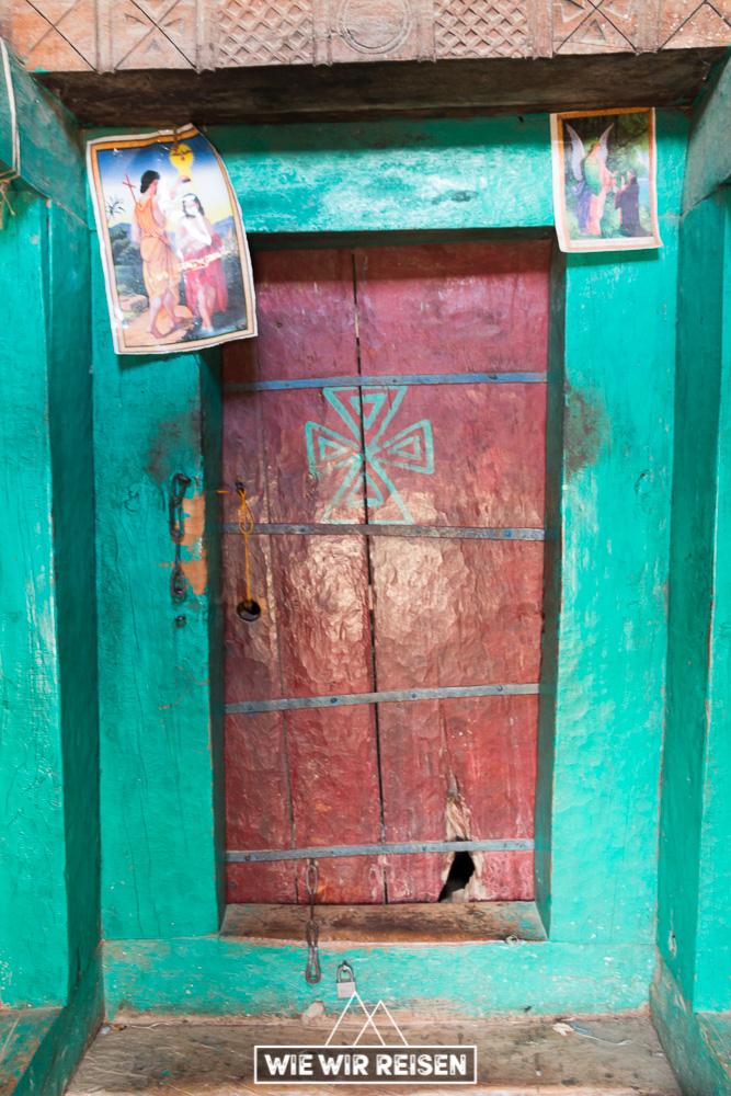 Tür zum inneren der Felsenkirche Medhane Alem Adi Kasho