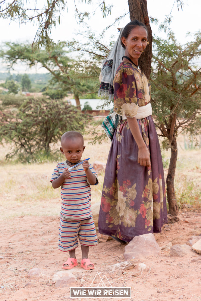 Mutter mit ihrem Sohn in Gheralta