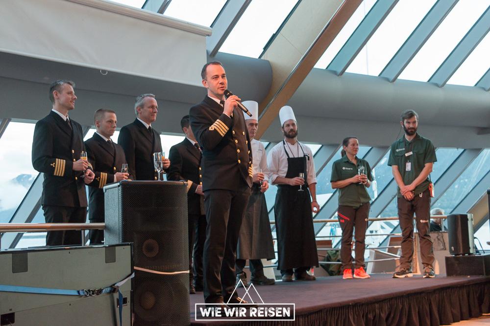 Kapitän und Crew MS Midnatsol