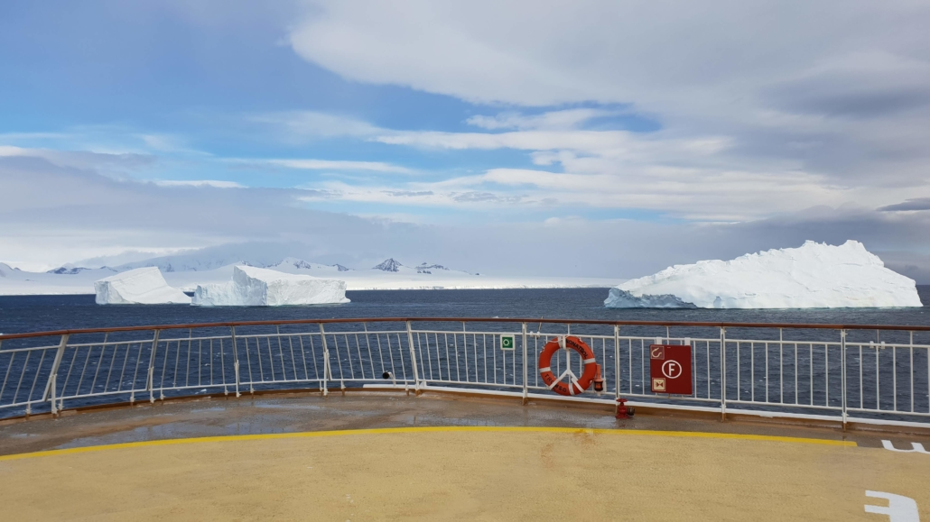Die MS Midnatsol cruised durch den Antarctic Sound