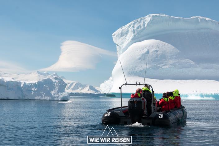 Cruisen mit den Zodiacs durch die Eisberge der Antarktis