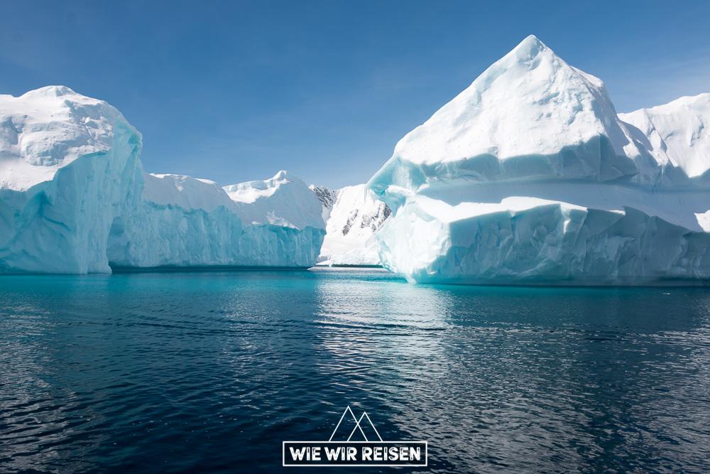 Den Eisbergen ganz nah in der Antarktis