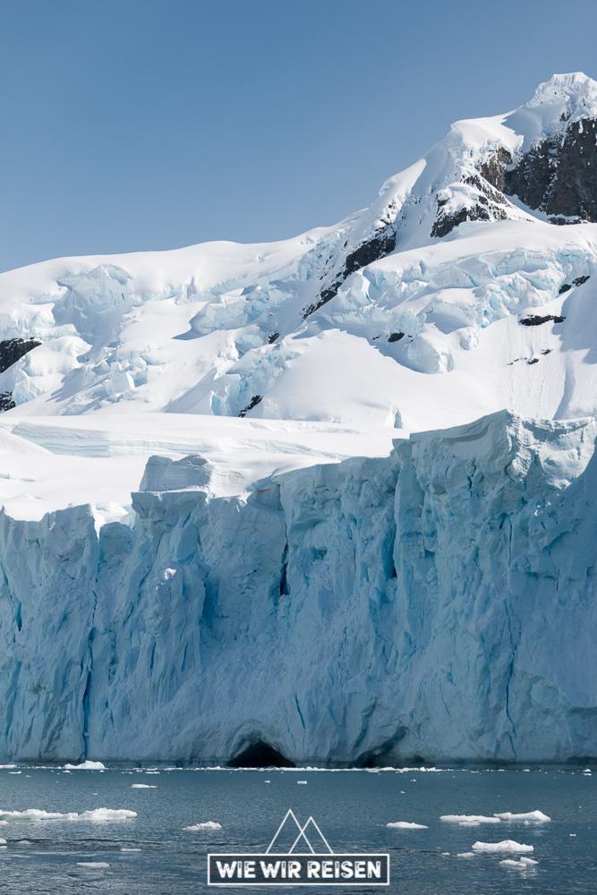 Abbruchkante eines Gletschers in der Antarktis
