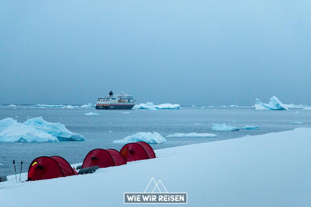 MS Midnatsol und Zeltcamp in der Antarktis