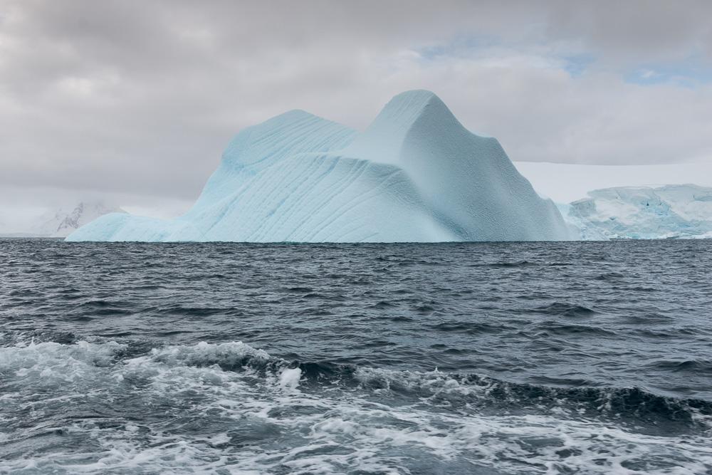 Großer Eisberg in der Nähe der Station Gonzales Videla